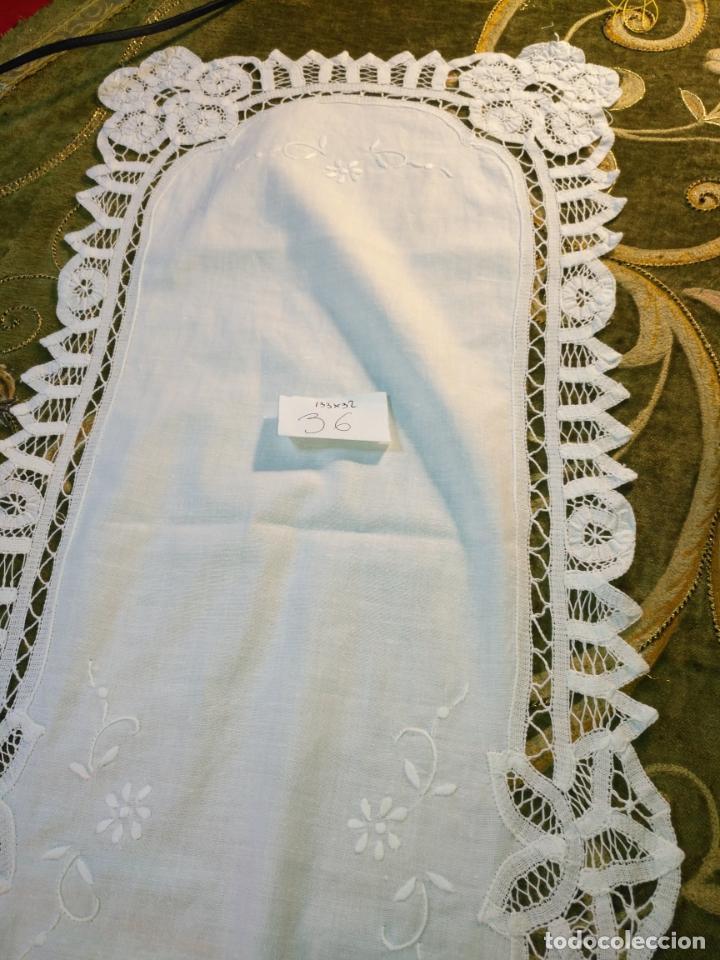 Antigüedades: 133x32 tapete sudario bordado pañuelo encaje puntilla filtire 100x100 algodon ideal virgen - Foto 4 - 192386146