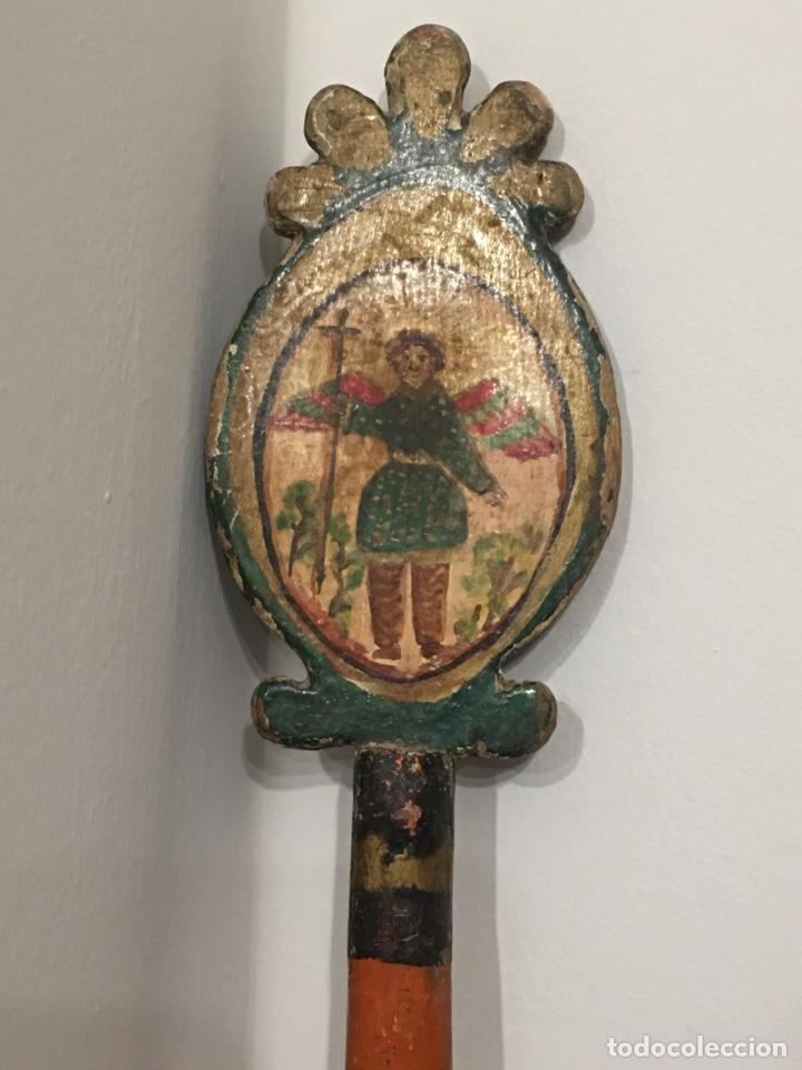 ANTIGUA VARA RELIGIOSA DE PROCESIÓN O DE MAYORDOMO - TALLA DE MADERA POLICROMADA (Antigüedades - Religiosas - Ornamentos Antiguos)