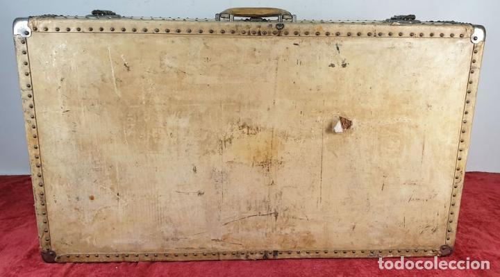 Antigüedades: MALETA DE VIAJE. MADERA FORRADA DE PIEL. CIERRES Y REMATES EN METAL. SIGLO XX. - Foto 7 - 192524371