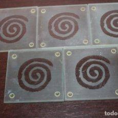 Antigüedades: 5 POSAVASOS DE CRISTAL CON DIBUJO ESPIRAL. Lote 192601420