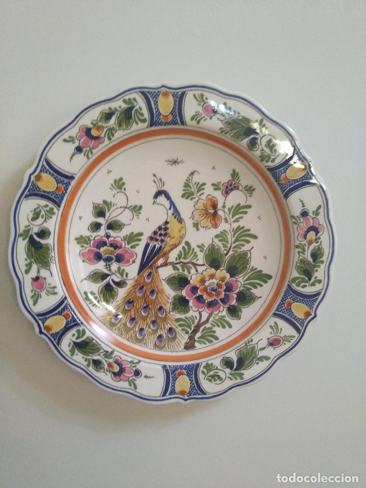 PLATO PORCELANA CON PRECIOSO PAVO REAL DE DELFT (Antigüedades - Porcelana y Cerámica - Holandesa - Delft)