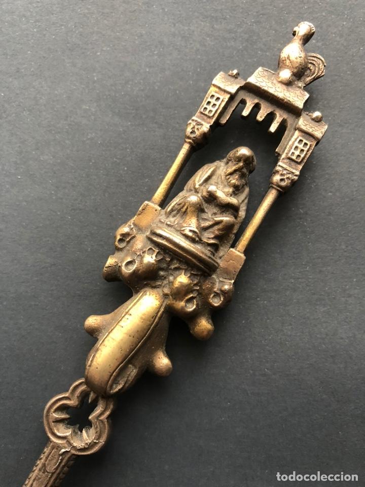 Antigüedades: Preciosa cuchara litúrgica de plata del siglo XIX con sellos del maestro orfebre alemán Schleissner - Foto 5 - 192629902