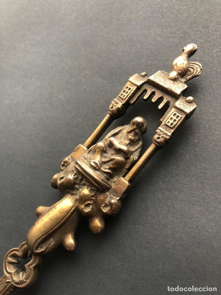 Antigüedades: Preciosa cuchara litúrgica de plata del siglo XIX con sellos del maestro orfebre alemán Schleissner - Foto 8 - 192629902