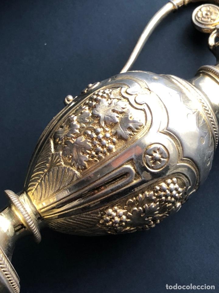 Antigüedades: Preciosas vinajeras de plata sobredorada del siglo XIX con sello del maestro orfebre Alexis Renaud - Foto 3 - 192632083