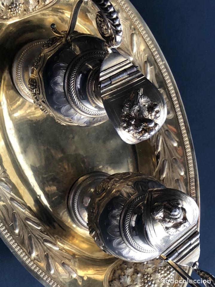 Antigüedades: Preciosas vinajeras de plata sobredorada del siglo XIX con sello del maestro orfebre Alexis Renaud - Foto 10 - 192632083