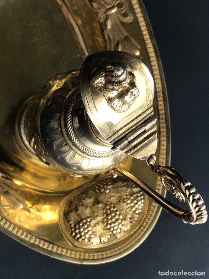 Antigüedades: Preciosas vinajeras de plata sobredorada del siglo XIX con sello del maestro orfebre Alexis Renaud - Foto 11 - 192632083