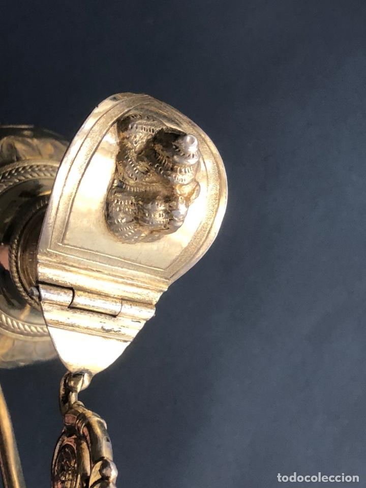 Antigüedades: Preciosas vinajeras de plata sobredorada del siglo XIX con sello del maestro orfebre Alexis Renaud - Foto 12 - 192632083