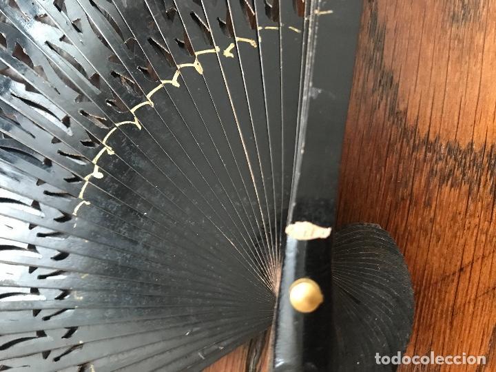Antigüedades: ABANICO DE MADERA PINTADO A MANO AÑOS 60 FRANCES - Foto 2 - 192645318