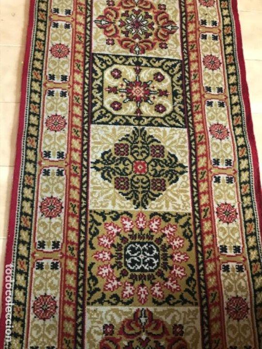 Antigüedades: Antigua alfombra para pasillo lana motivos geometricos persa rojo 2,15x 69,5 cmaños 50 - Foto 2 - 192647721