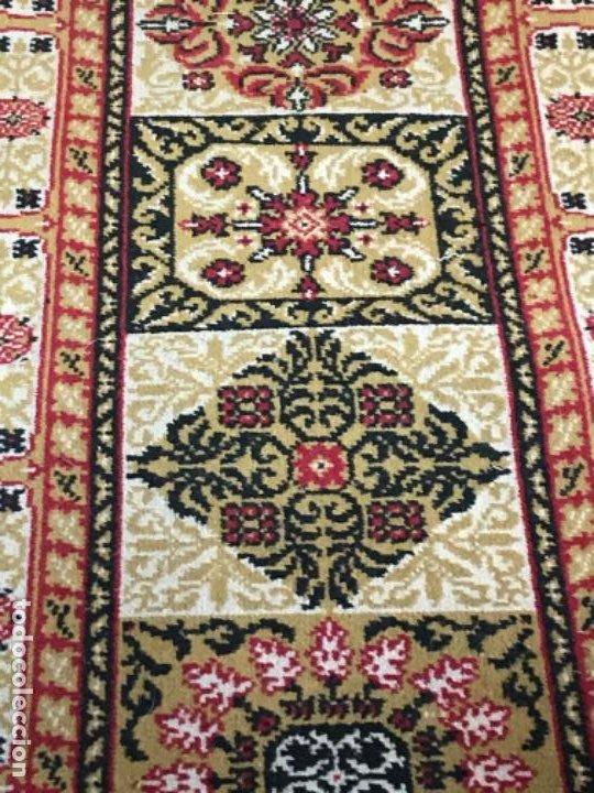 Antigüedades: Antigua alfombra para pasillo lana motivos geometricos persa rojo 2,15x 69,5 cmaños 50 - Foto 6 - 192647721