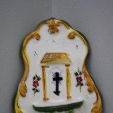Antigüedades: PILA BENDITERA CERAMICA VITRIFICADA POLICROMADA PINTADA A MANO POR AMBOS LADOS. Lote 192659388