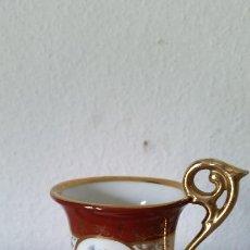 Antigüedades: MAGNIFICA Y ANTIGUA TAZA A CAFE EN PORCELANA HECHA Y PINTADA A MANO MAD IN GOR N.12 KAHLA. Lote 192713186