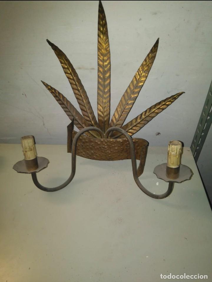 APLIQUE NATURALISTA HIERRO FORJADO DORADO (Antigüedades - Iluminación - Apliques Antiguos)