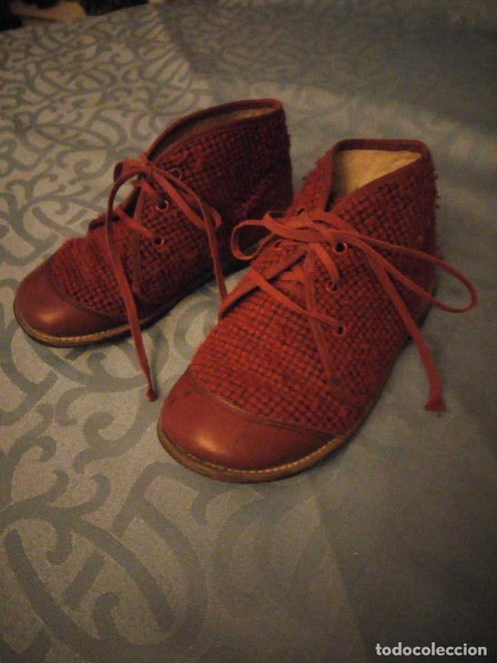 Antigüedades: Antiguos botines botas de niño tejido y cuero rojo años 40,nº 24/26,ideal rodajes de época. - Foto 2 - 192742428