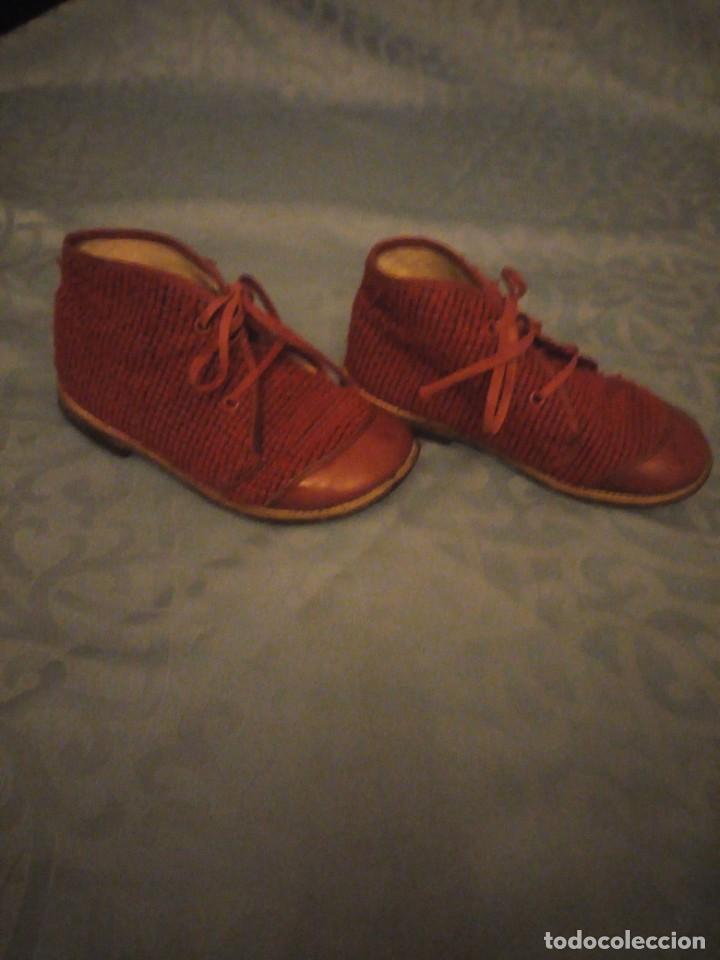 Antigüedades: Antiguos botines botas de niño tejido y cuero rojo años 40,nº 24/26,ideal rodajes de época. - Foto 3 - 192742428