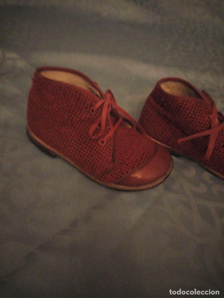Antigüedades: Antiguos botines botas de niño tejido y cuero rojo años 40,nº 24/26,ideal rodajes de época. - Foto 4 - 192742428