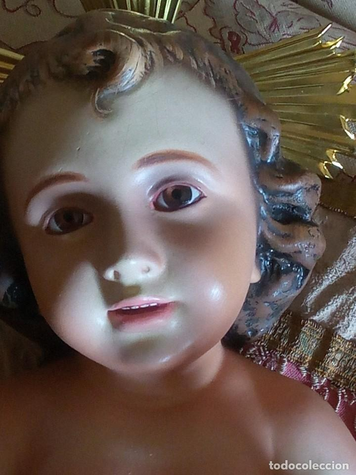 Antigüedades: ~~~~ ENORME Y PRECIOSO NIÑO JESUS DE OLOT, ESTUCO POLICROMADO, OJOS DE CRISTAL, MIDE 45 CM. ~~~~ - Foto 2 - 192744021