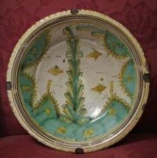 Antiquités: GRAN PLATO DEL PINO DE PUENTE DEL ARZOBISPO, SIGLO XIX. Lote 192748293