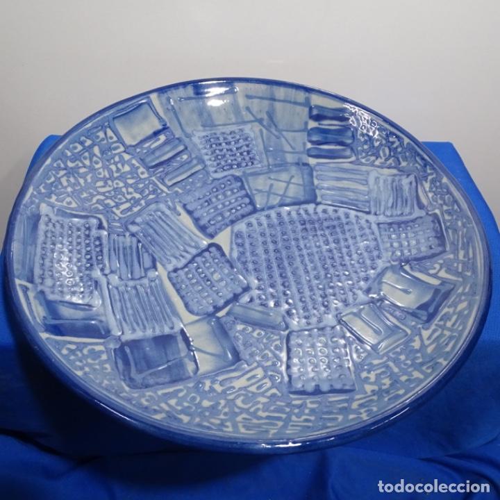 PLATO DE CERÁMICA VIDRIADA FIRMADO VILA-CLARÁ. (Antigüedades - Porcelanas y Cerámicas - La Bisbal)
