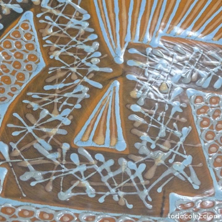 Antigüedades: Plato de cerámica vidriada firmado Vila-clará. - Foto 2 - 192757673