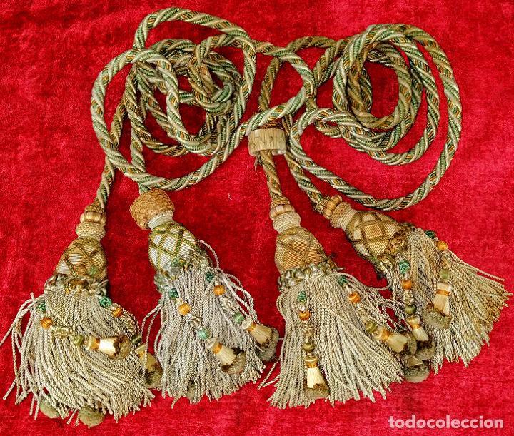PAREJA DE GRANDES ALZAPAÑOS DE 2 BORLAS CADA UNO. ESPAÑA. SIGLO XIX (Antigüedades - Hogar y Decoración - Cortinas Antiguas)
