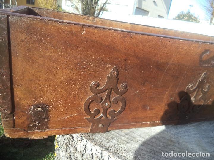 Antigüedades: Fanega muy antigua con herrajes de epoca buena conservacion - Foto 5 - 192811983