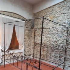 Antigüedades: CAMA DE HIERRO FORJADO A MANO. Lote 192729566