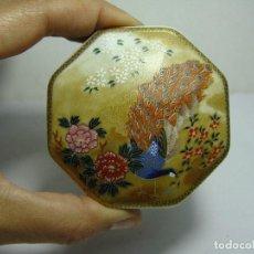 Antigüedades: BONITA CAJA DE COLECCION. PORCELANA JAPONESA. PINTADA A MANO.. Lote 192824713