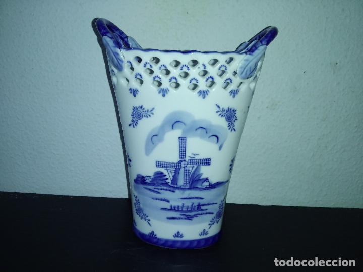 Antigüedades: Precioso jarrón florero porcelana delftware royal twickel hand painted molino porcelana holandesa - Foto 4 - 192898886