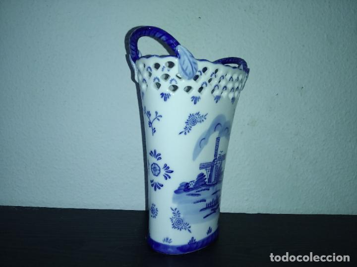 Antigüedades: Precioso jarrón florero porcelana delftware royal twickel hand painted molino porcelana holandesa - Foto 7 - 192898886