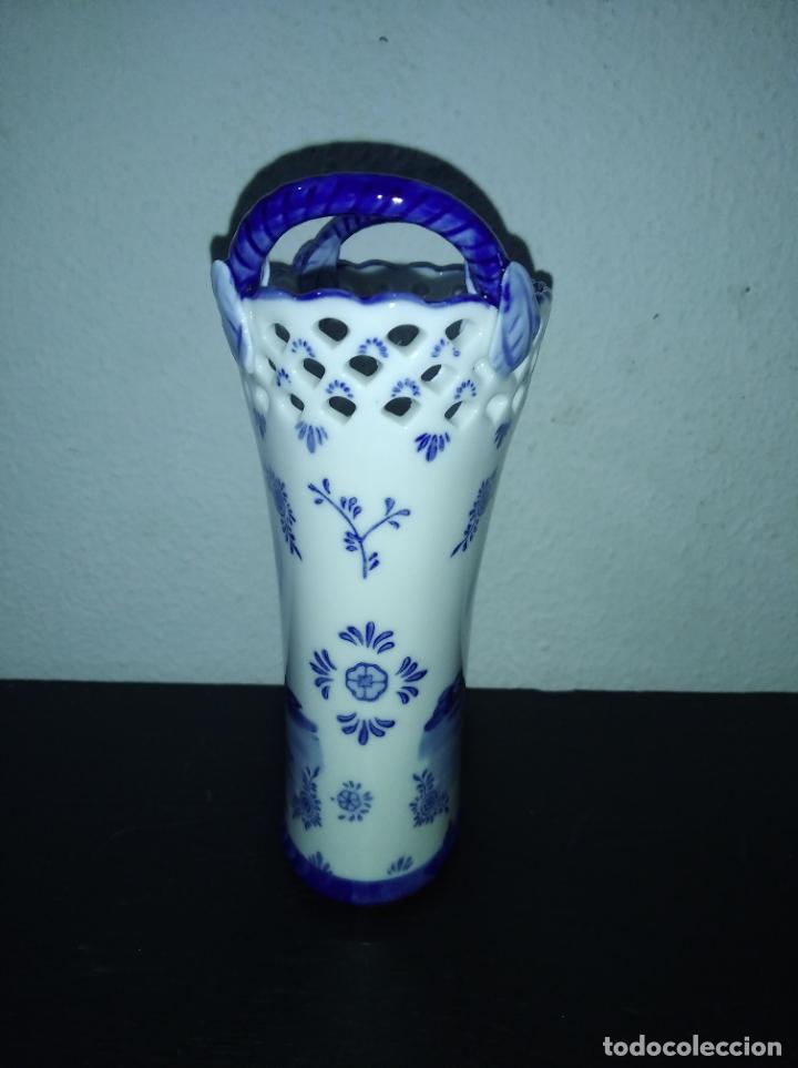 Antigüedades: Precioso jarrón florero porcelana delftware royal twickel hand painted molino porcelana holandesa - Foto 8 - 192898886