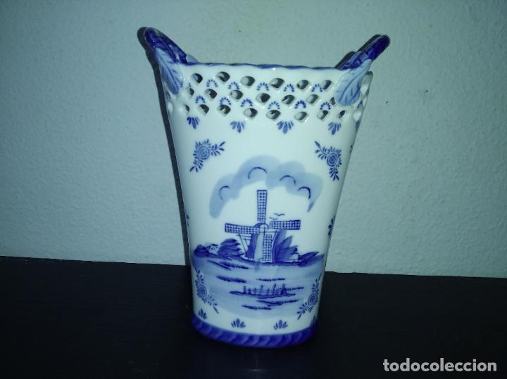 Antigüedades: Precioso jarrón florero porcelana delftware royal twickel hand painted molino porcelana holandesa - Foto 9 - 192898886