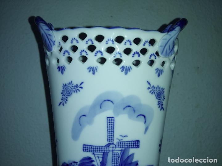 Antigüedades: Precioso jarrón florero porcelana delftware royal twickel hand painted molino porcelana holandesa - Foto 10 - 192898886