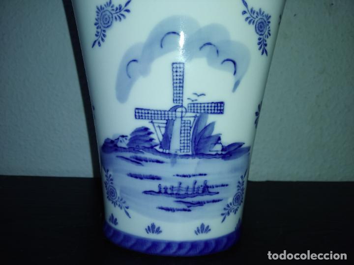 Antigüedades: Precioso jarrón florero porcelana delftware royal twickel hand painted molino porcelana holandesa - Foto 11 - 192898886