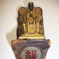 Antiguidades: MUY ANTIGUA IMAGEN DE LA VIRGEN DE MONSERRAT SOBRE MADERA DIMENSIONES 10 X 4,5 CM. Lote 192911277
