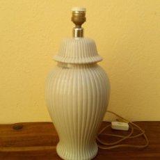 Antigüedades: PRECIOSA LAMPARA SOBREMESA DE CERÁMICA TONO GRIS, MARCA HISPÁNIA, PERFECTO ESTADO FUNCIONANDO. Lote 192928011