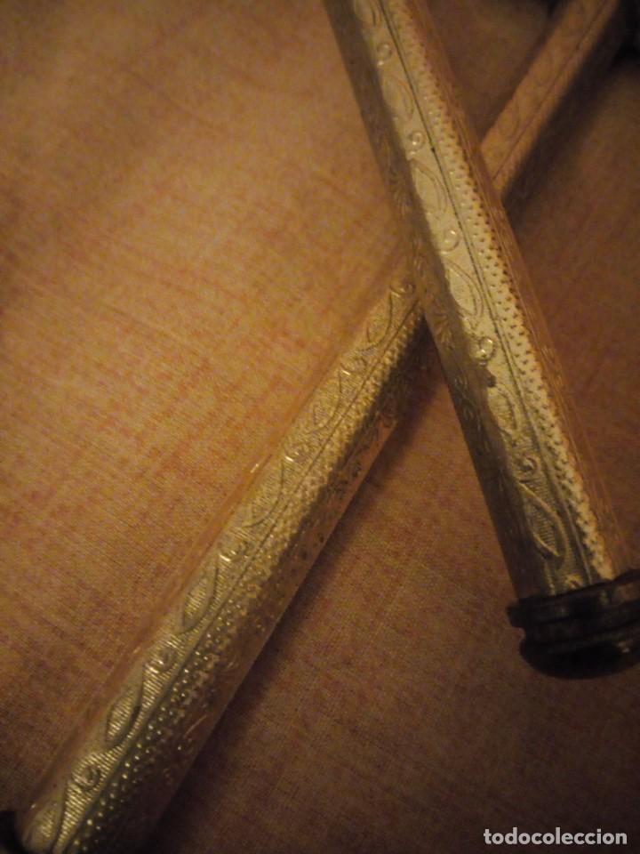 Antigüedades: Antiguo juego de cepillo y espejo de metal dorado y bordado a mano,cepillo hecho de crin de caballo. - Foto 10 - 192952205