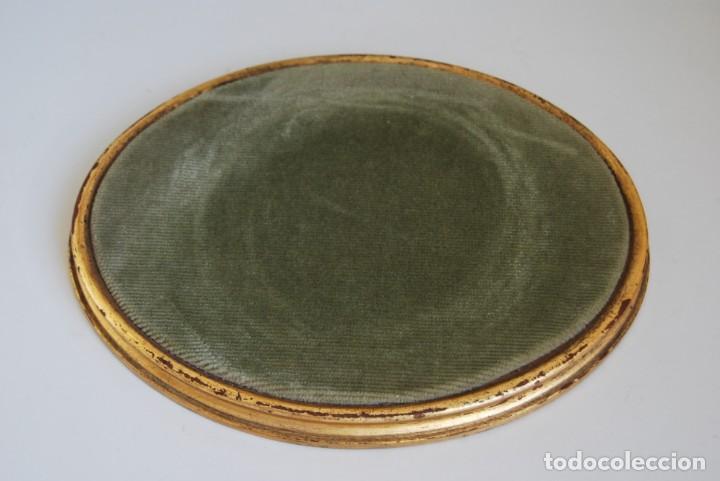 ANTIGUA PEANA DE MADERA - TERCIOPELO VERDE - PEDESTAL - BASE - PIE (Antigüedades - Muebles Antiguos - Ménsulas Antiguas)