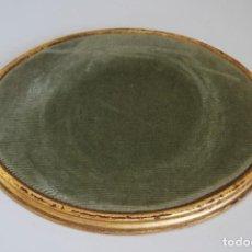 Antigüedades: ANTIGUA PEANA DE MADERA - TERCIOPELO VERDE - PEDESTAL - BASE - PIE. Lote 192953778