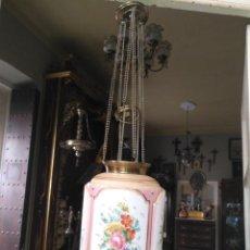 Antigüedades: ANTIGUA FANTASTICA LAMPARA FAROL EN OPALINA BLANCA ROSA Y LATON PINTADA AMANO FLORES FLORAL APLIQUE. Lote 192956693