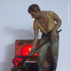 Antigüedades: PRECIOSA Y GRAN LAMPARA MODERNISTA EN ESTUCO POLICROMADO- FIGURA-ESCENA . Lote 192975350