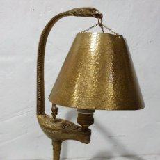 Antigüedades: LAMPARA DE SOBREMESA EN BRONCE. Lote 192994142