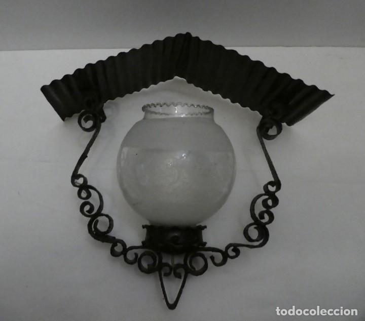 APLIQUE DE PLETINA DE HIERRO FORJADO Y CHAPA ACANALADA (Antigüedades - Iluminación - Apliques Antiguos)