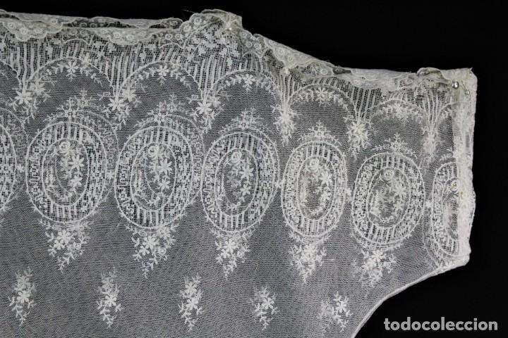 Antigüedades: 161 A Preciosa camisa realizada con encaje de gran fineza. Botones perlados - Foto 3 - 193054315
