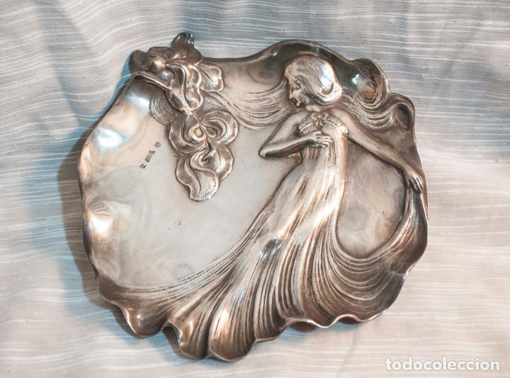 MAGNIFICA BANDEJA MODERNISTA EN PLATA MENESES, C.1900 (Antigüedades - Platería - Bañado en Plata Antiguo)
