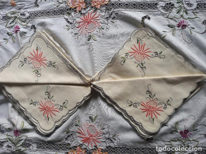 Antigüedades: Manteleria años 80 bordado mano beige claro 160 x 250 cm con 12 serv. - Foto 15 - 193091601