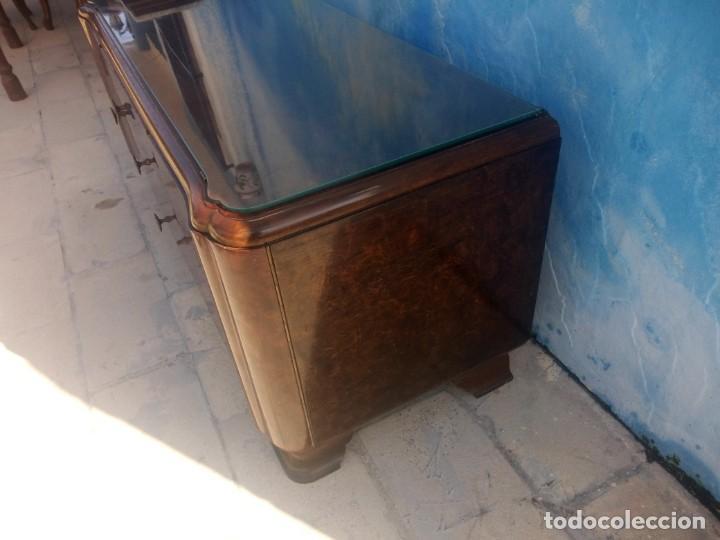 Antigüedades: Antigua comoda de madera con base de cristal,3 cajones y 2 puertas. - Foto 8 - 193180810