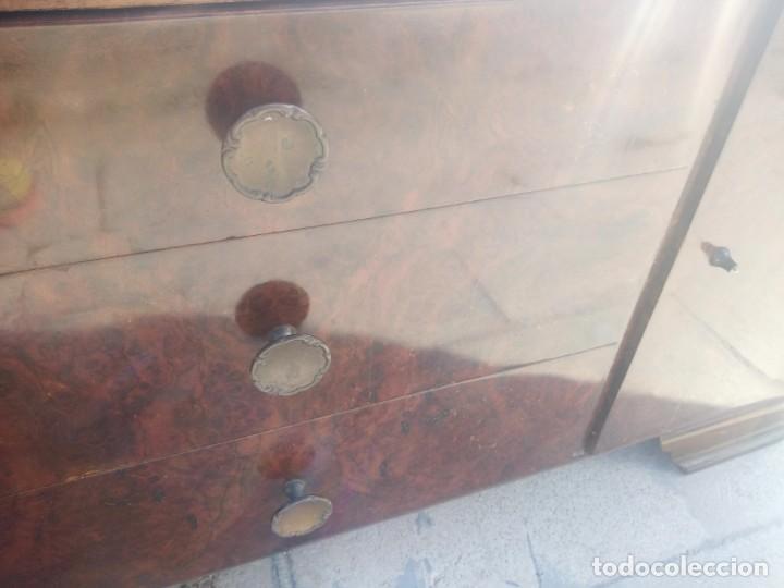 Antigüedades: Antigua comoda de madera con base de cristal,3 cajones y 2 puertas. - Foto 12 - 193180810