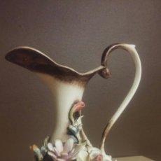 Antigüedades: JARRA PORCELANA CAPO DI MONTE ITALY. Lote 193192777