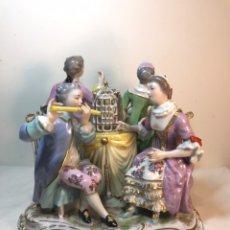 Antigüedades: FIGURA PORCELANA- FRANCIA- VIEJO PARIS - LA ROQUETTE- EN TORNO A LA MESA. Lote 193259693